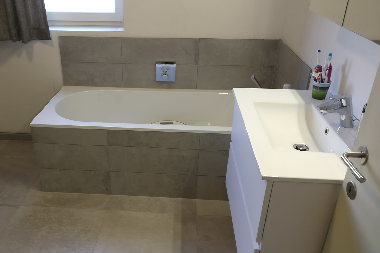 Inloopdouche Met Badkuip : Complete badkamer met ligbad